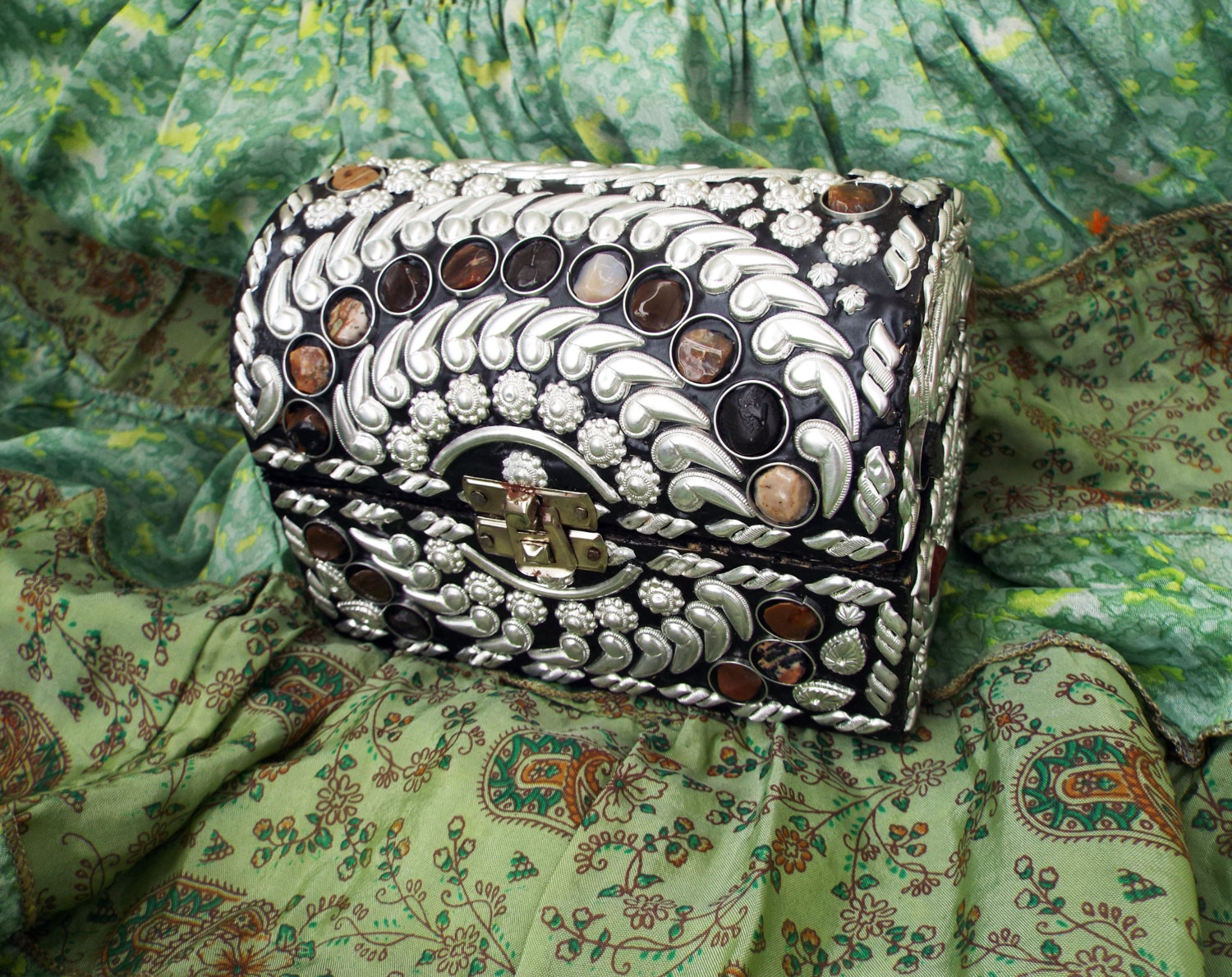 Box jewelry carved handmade balinese river stone alpaca