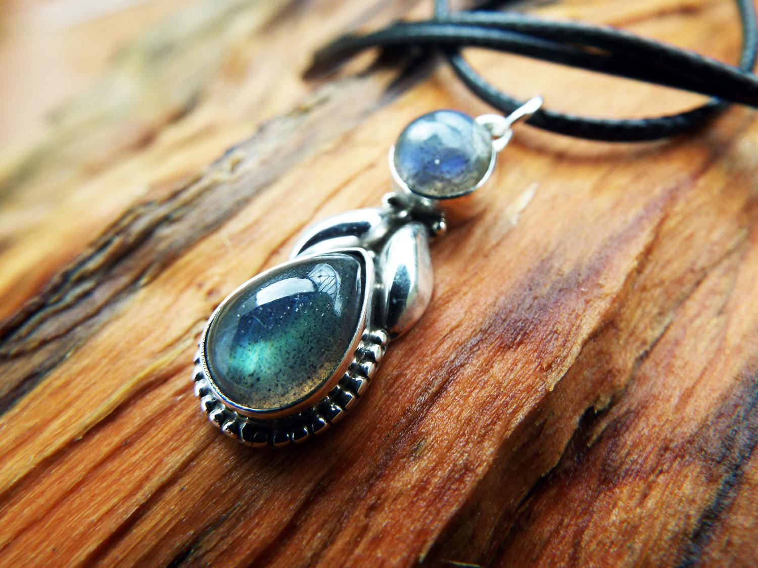 pendant flash description set statement shop necklace bezel blue sterling silver labradorite gemstone